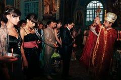 Sanctifie des diplômés dans l'église images libres de droits