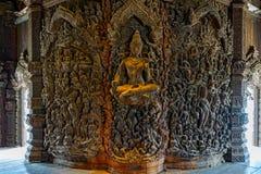 Sanctuaire de sculpture en bois en vérité Photographie stock libre de droits