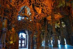 Sanctuaire de sculpture en bois en vérité Image stock