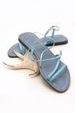 Sandálias azuis das senhoras Fotos de Stock
