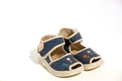 Sandálias das calças de brim do bebê foto de stock royalty free