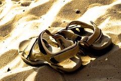 Sandálias de marcha na praia Imagens de Stock Royalty Free