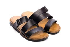 Sandálias do couro do verão dos homens isoladas no fundo branco foto de stock royalty free