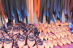 Sandálias e correias de couro Fotos de Stock Royalty Free