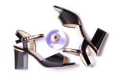 Sandálias e perfumes pretos fotos de stock