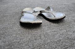 Sandálias velhas ou falhanços da aleta Imagens de Stock