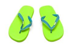 Sandálias verdes isoladas no whit Fotografia de Stock Royalty Free