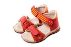 Sandálias vermelhas da criança Fotografia de Stock Royalty Free