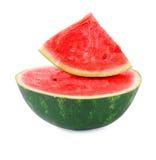 Sandía fresca, jugosa, sana aislada en un fondo blanco Ingredientes para las ensaladas de fruta Una mitad de una sandía Imagen de archivo