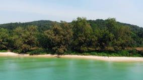 Sand auf whitebeachr Draufsichthintergrund, Kopienraumbeschaffenheit f?r Feiertagsentwurfshintergrund Küste von Insel Koh Rong stock footage