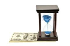 Sand-exponeringsglas och dollar Fotografering för Bildbyråer