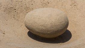 Sand-gemachtes Ei auf dem Strand Lizenzfreie Stockfotografie
