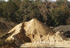 Sand-Hügel an der Material-Anlage Stockfotografie
