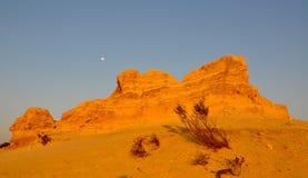 Sand-Hügel mit Mond: Berggipfel-Wüste, West-Australien Stockfotografie