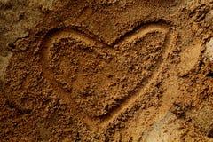 Sand och hjärta arkivfoto