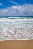 Sand och vågor i havet Royaltyfria Foton