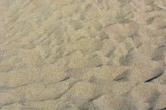 Sand på en lös strand arkivbild