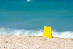 Sand-Schloss auf dem Strand Stockbild