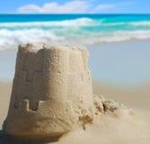 Sand-Schloss an der Küste Stockbilder