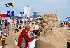 Sand-Schlosstag auf Strand Lizenzfreies Stockfoto