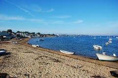 Sand-Strand und Boote Stockfotografie