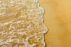 Sand stranden och vinka Fotografering för Bildbyråer