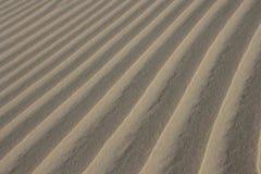 Sand texturerad bakgrund Naturlig lampa Arkivbild