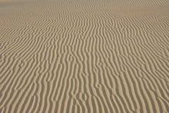 Sand texturerad bakgrund Naturlig lampa Royaltyfri Fotografi