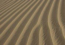 Sand texturerad bakgrund Naturlig lampa Royaltyfria Bilder
