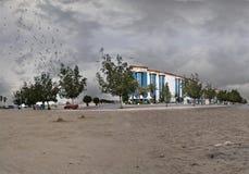 Sand und gestörte Himmelüberwendlingsnaht lizenzfreies stockfoto