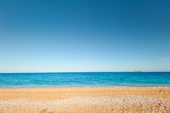 Sand-und-Kieselstrand Lizenzfreie Stockbilder
