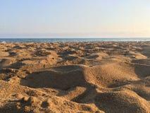 Sand und Meer Lizenzfreies Stockfoto