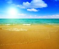 Sand und Ozean lizenzfreie stockbilder