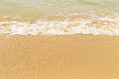 Sand und weißer Schaum von der Welle Stockfotografie
