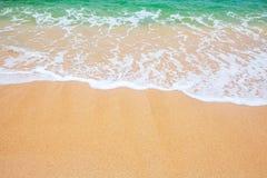 Sand und Wellenhintergrund lizenzfreie stockbilder