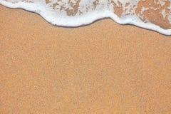 Sand und Wellenhintergrund lizenzfreies stockfoto