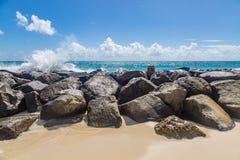 Sand vaggar och havet arkivbild
