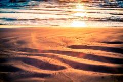 Sand vid vatten royaltyfri foto