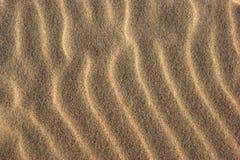 Sand von der Strandzusammensetzung in Wellen Lizenzfreies Stockfoto