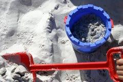 Sand-Wanne und Spaten Lizenzfreie Stockbilder