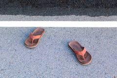 Sandał na drogowym podłogowym abstrakcjonistycznym tle Fotografia Royalty Free