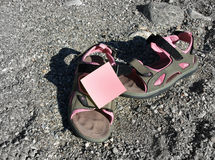 Sandal and post-it. Pink sandals and post-it Stock Images