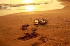 Sandale auf dem netten Strand Stockfoto