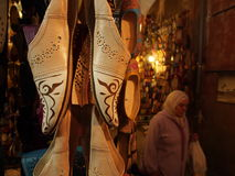 Sandalegeschäft an Jemaa EL--Fnaquadrat stockbild