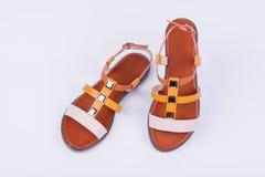 Sandaler för ` s för trendiga kvinnor på vit bakgrund fashion sommaren Arkivfoton