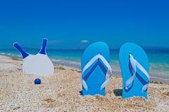 Sandaler och racket Arkivfoton