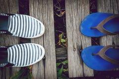 Sandales et espadrilles de fond Photographie stock libre de droits