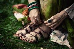 Sandales plates de courroie de style de Boho Photo libre de droits