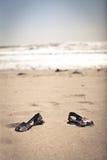 Sandales sur la plage Images libres de droits