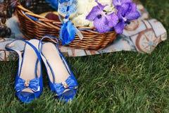 Sandali femminili blu luminosi immagini stock libere da diritti